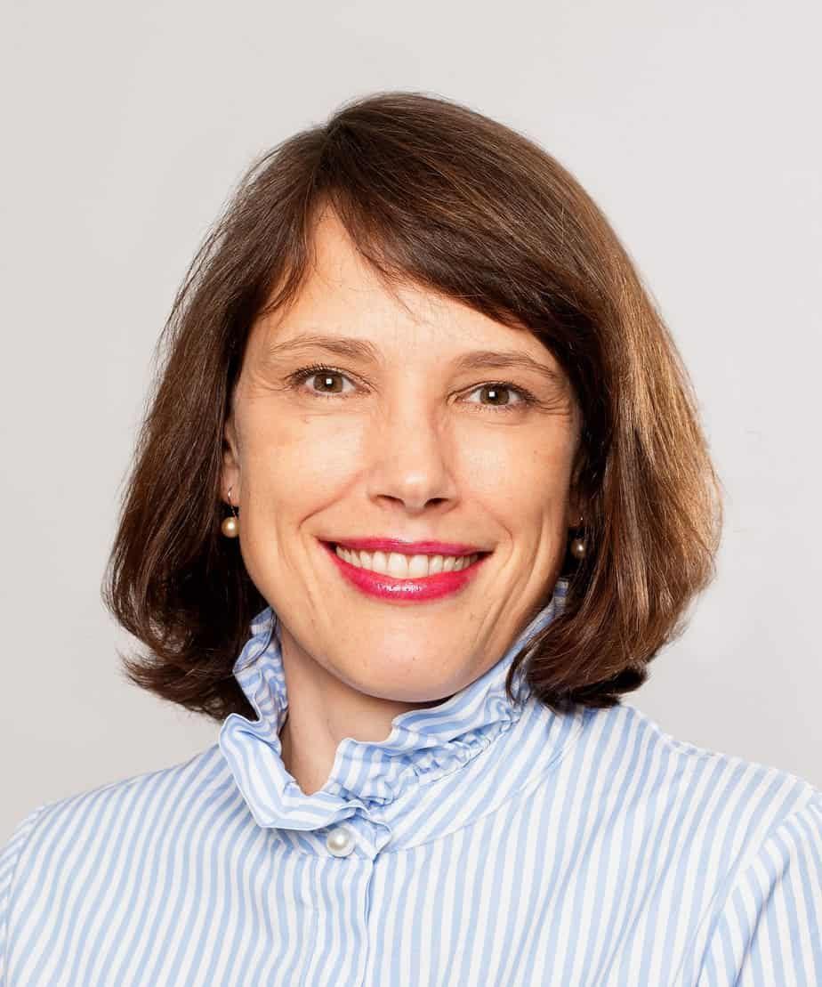 Alexandra Hoffman working as a customer experience expert with the Jill Raff Group